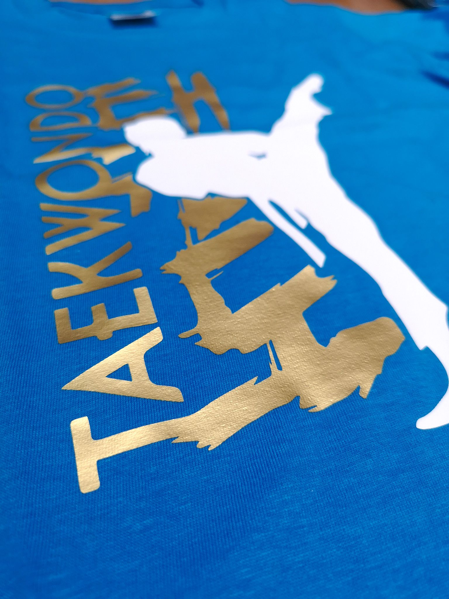 T-shirt Taekwondo High Kick Bianca Nera o Blu