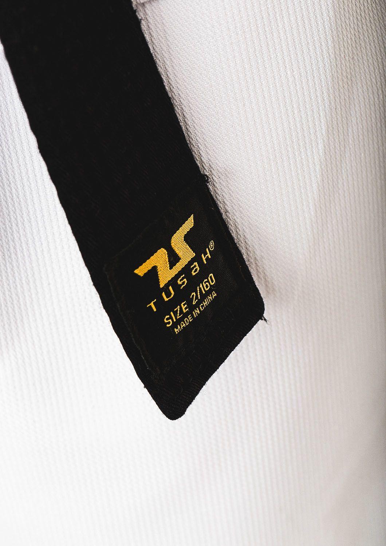 Dobok per Taekwondo Tusah Basic Uniform collo Nero Omologato WT WTF per competizioni ed allenamenti