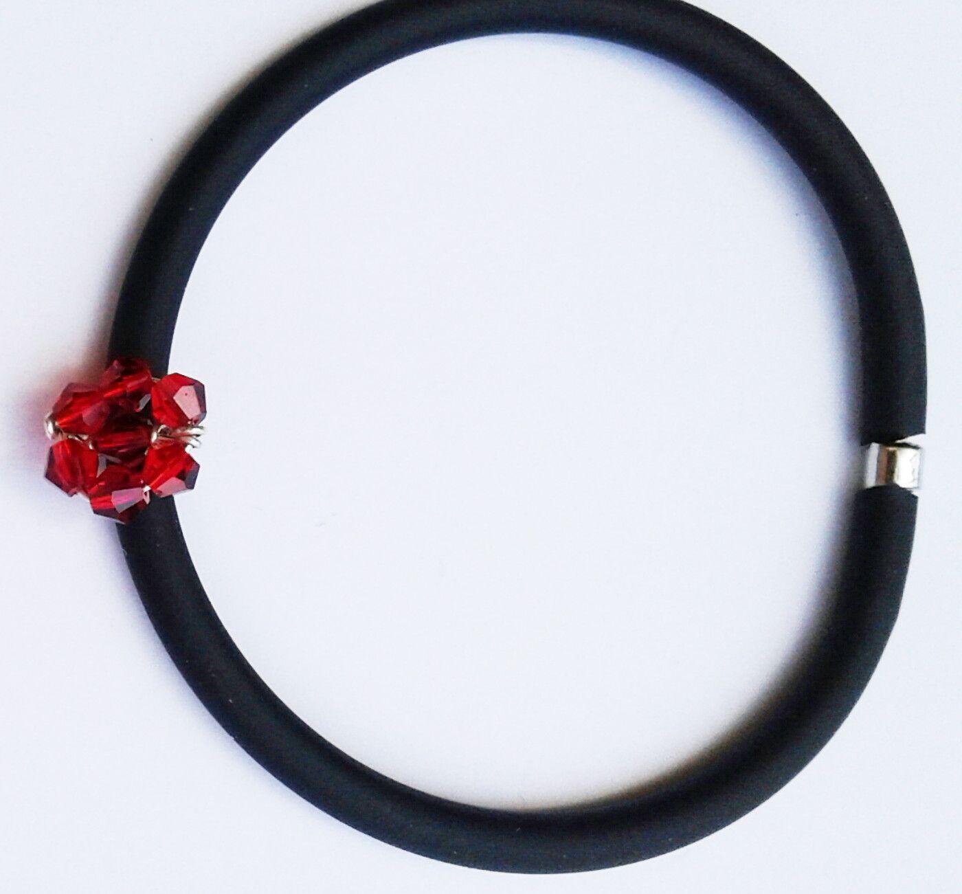 Braccialetto caucci fiorellino rosso abbigliamento e for Arredamento raffinato e mkt