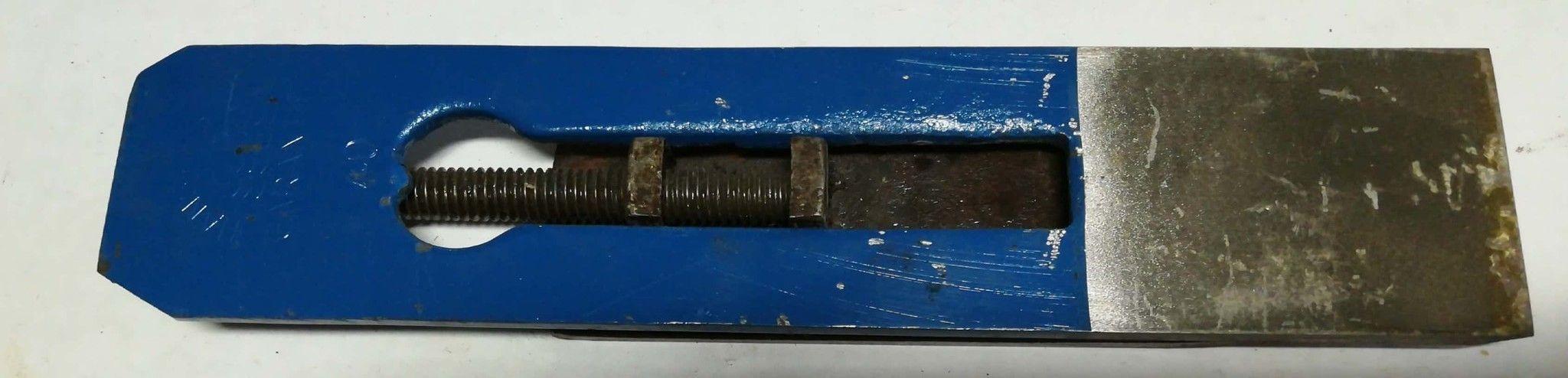Ferro doppio per pialla forato a vite lunga mm 64