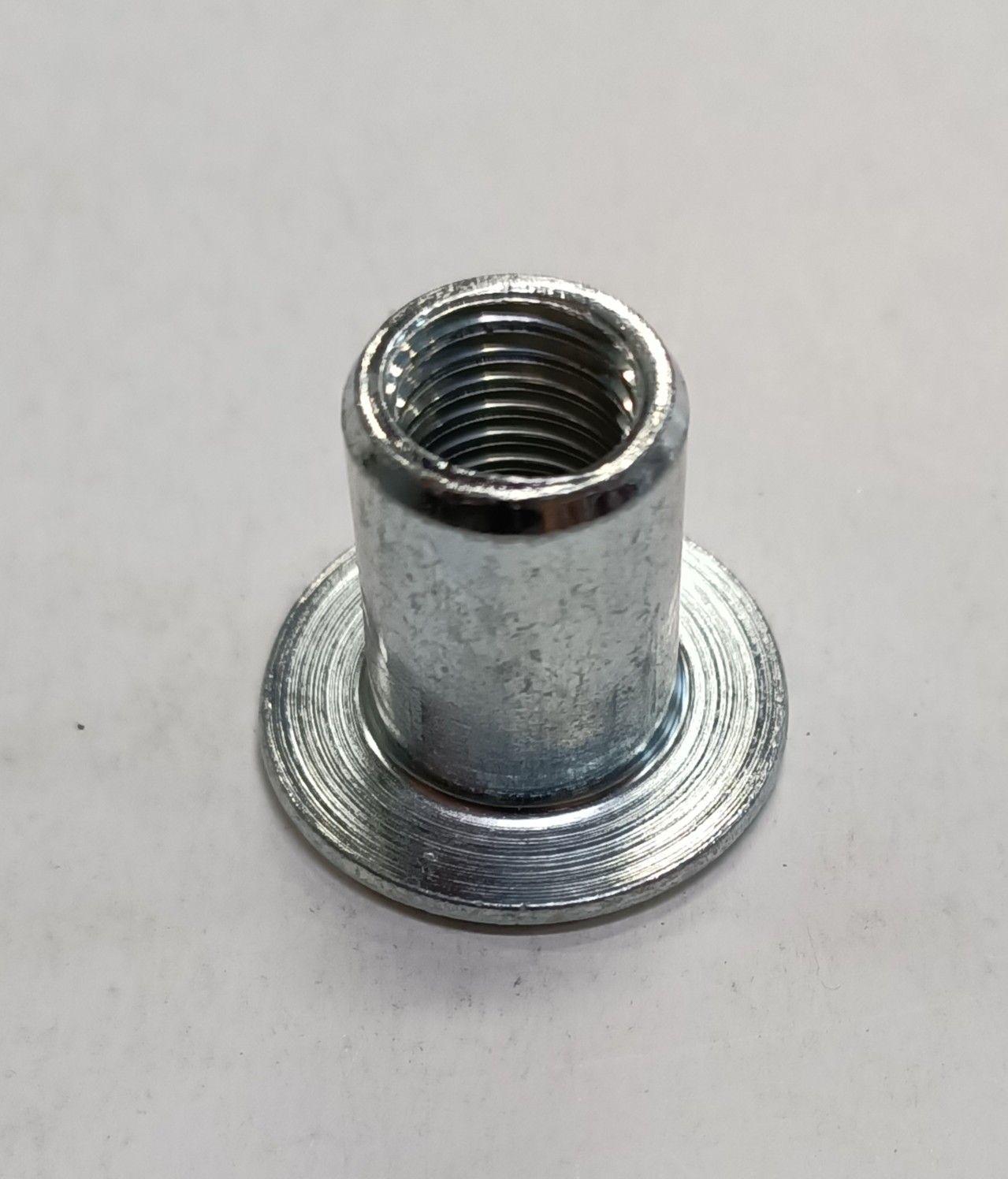 Dado cieco acciaio zincato cilindrico filetto mm 10 testa piana larga con incasso esagonale