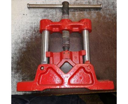 Morsa per tubi modello ribaltabile in acciaio forgiato da for Morsa da banco idraulica