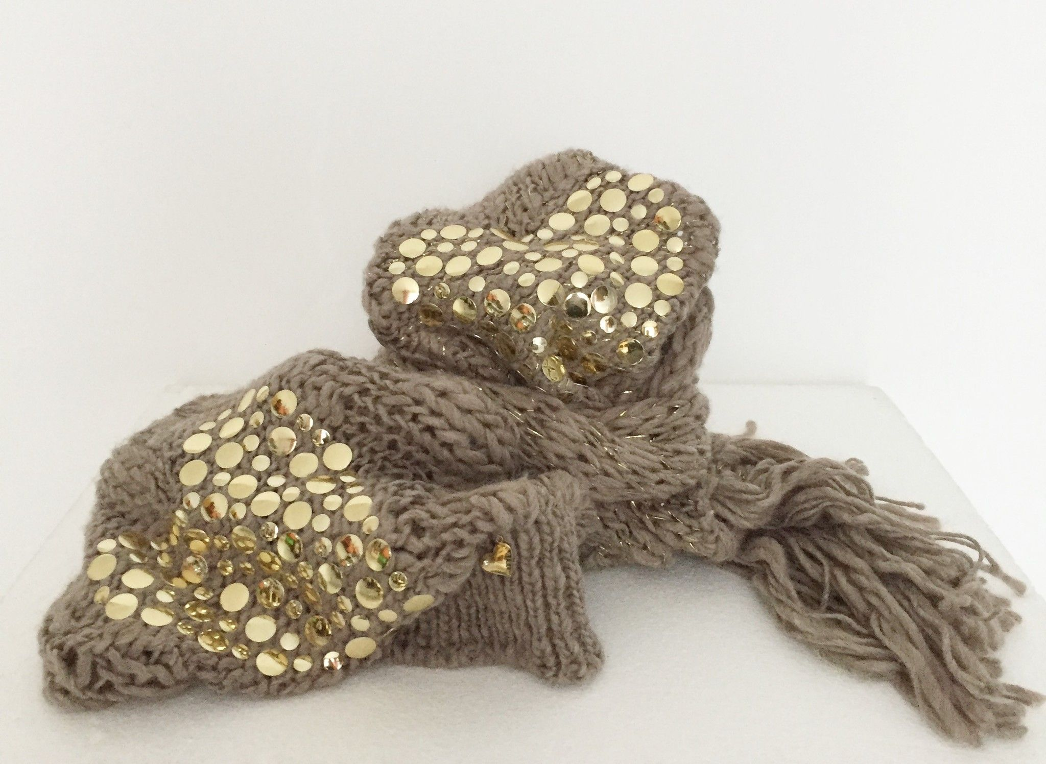 Mitika Scarf and wool hat with golden fringes and Studs Cod.PTA4939