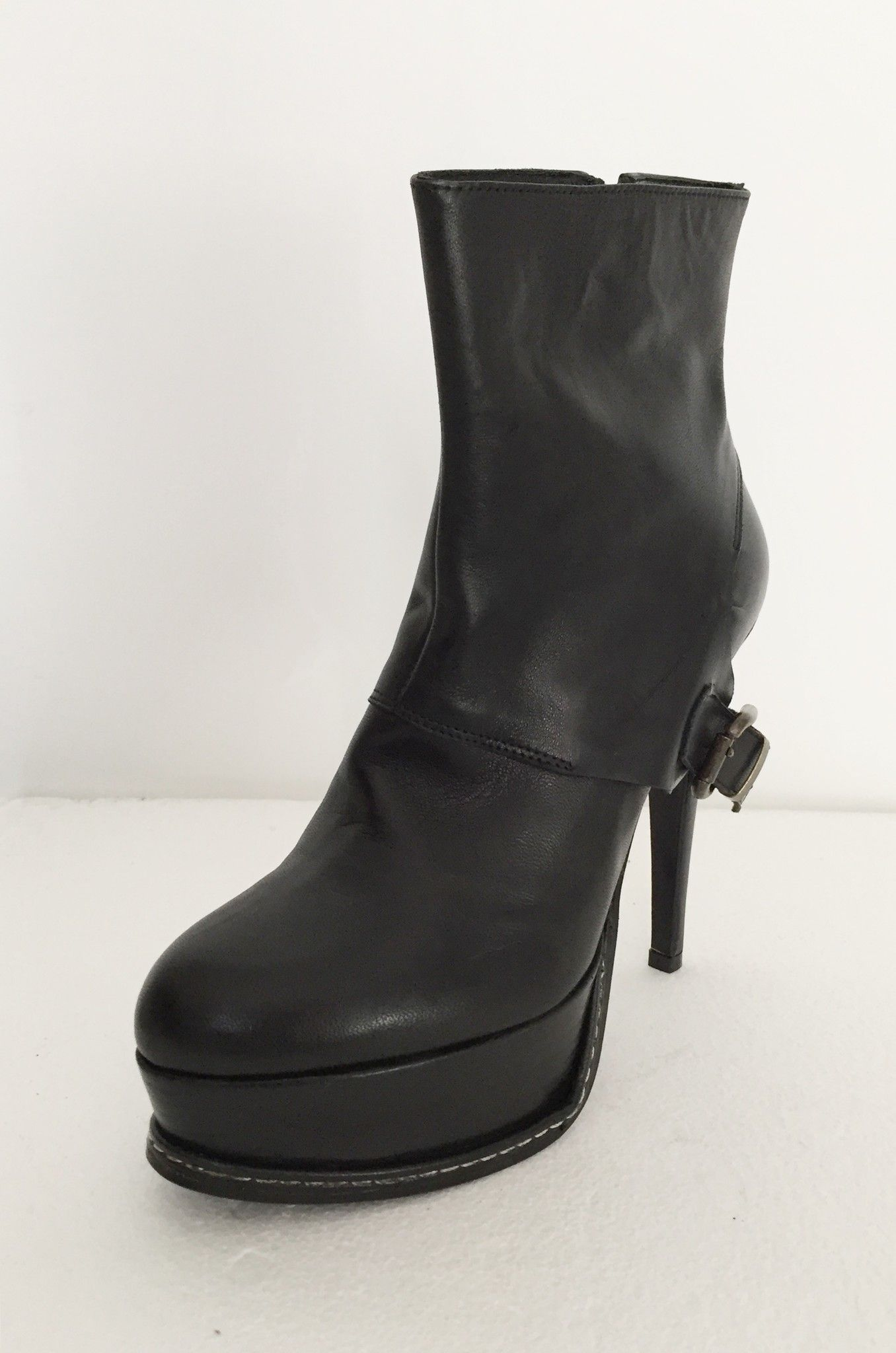 Atos Lombardini Leather booties with buckle on Heel Cod.S1547