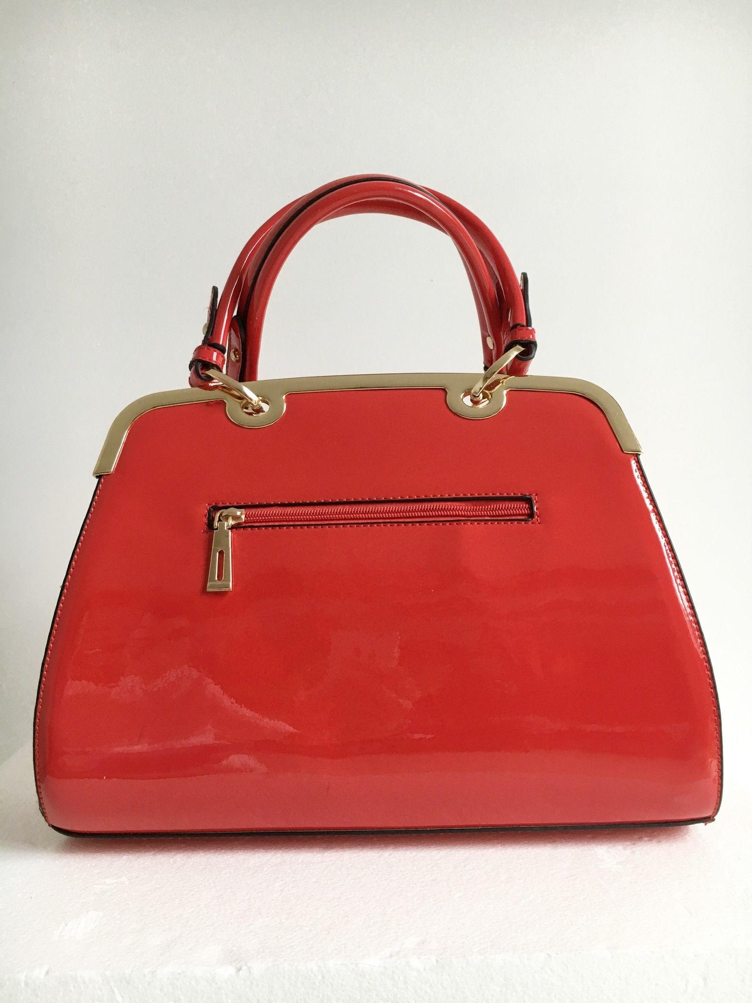 Patent leather handbag with gold trim Cod.1024