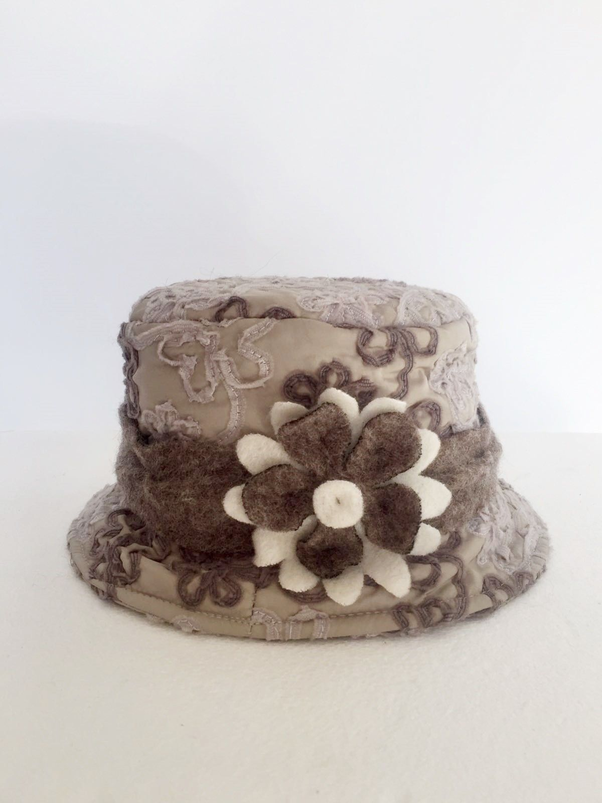 Boiled wool Damask Round hat with flower Cod.1020