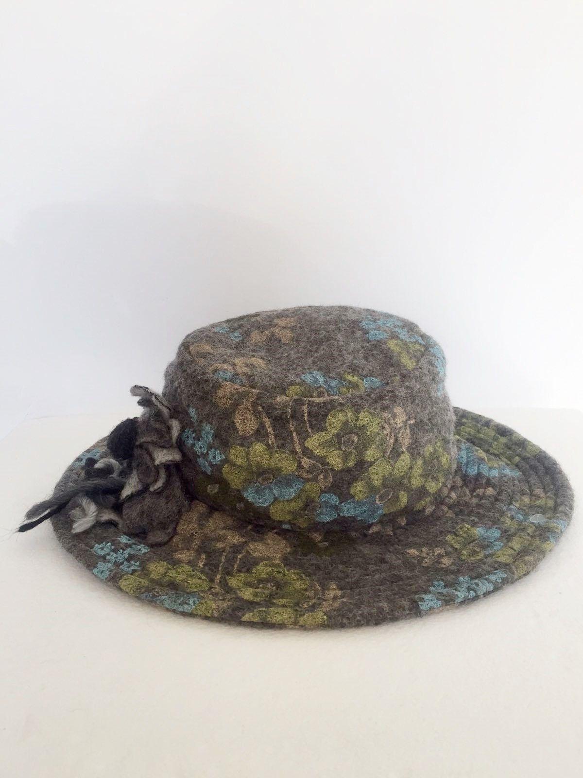 Boiled wool hat Round flower fantasy Cod.1023