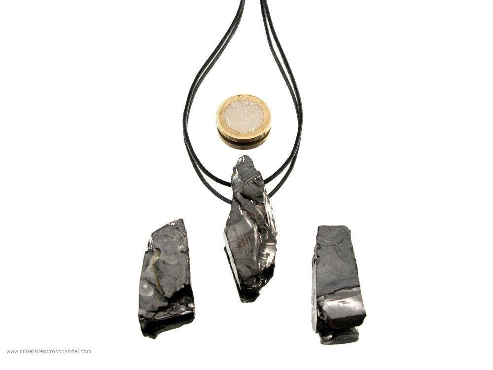 Pregiato ciondolo in pietra grezza con shungite