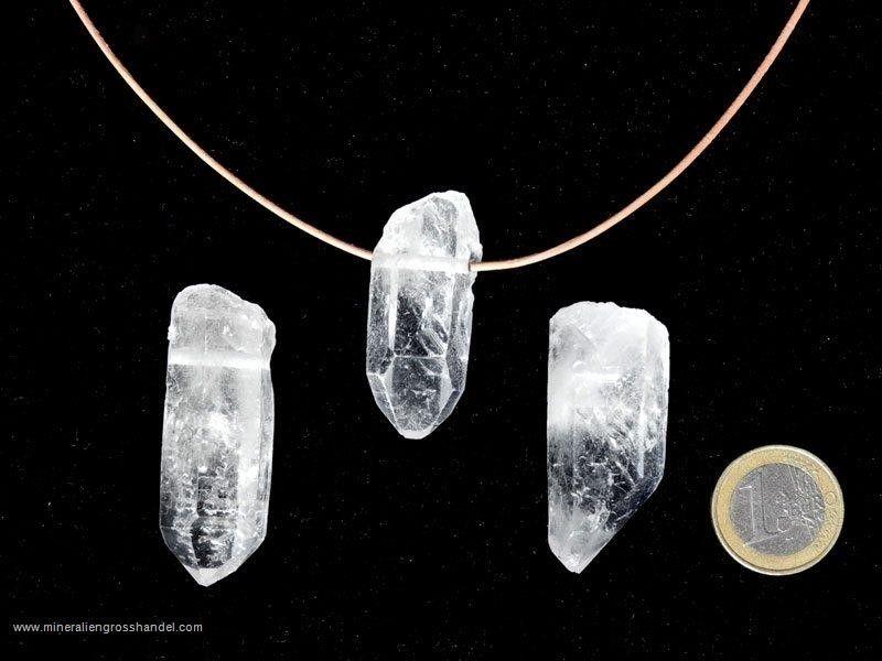 Punta in cristallo di rocca naturale con alesaggio