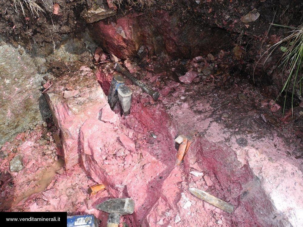 Thulite - piccole pietre grezze (2-5 cm) - 1 kg
