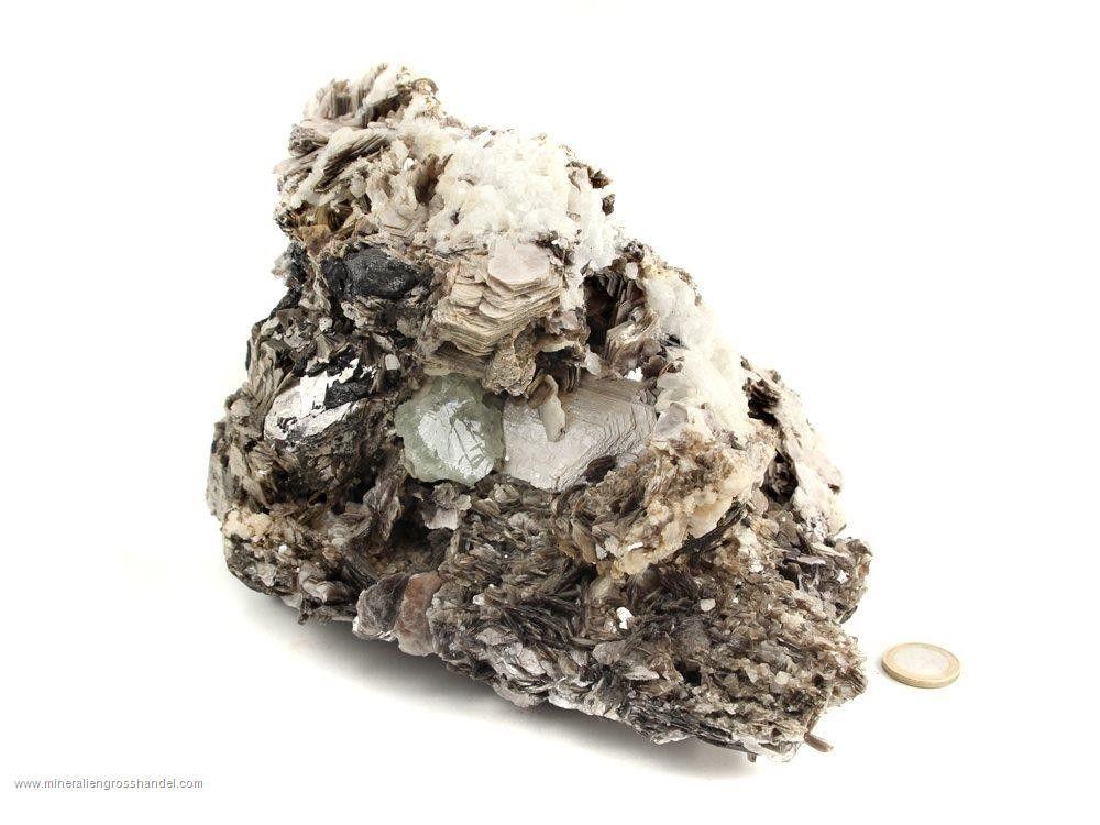 Acquamarina - cristallo scheletrato a livello di muscovite