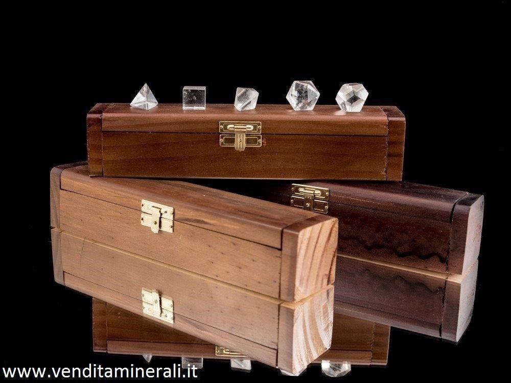 Cristalli di rocca inseriti in scatola di legno pregiata (corpo platonico)
