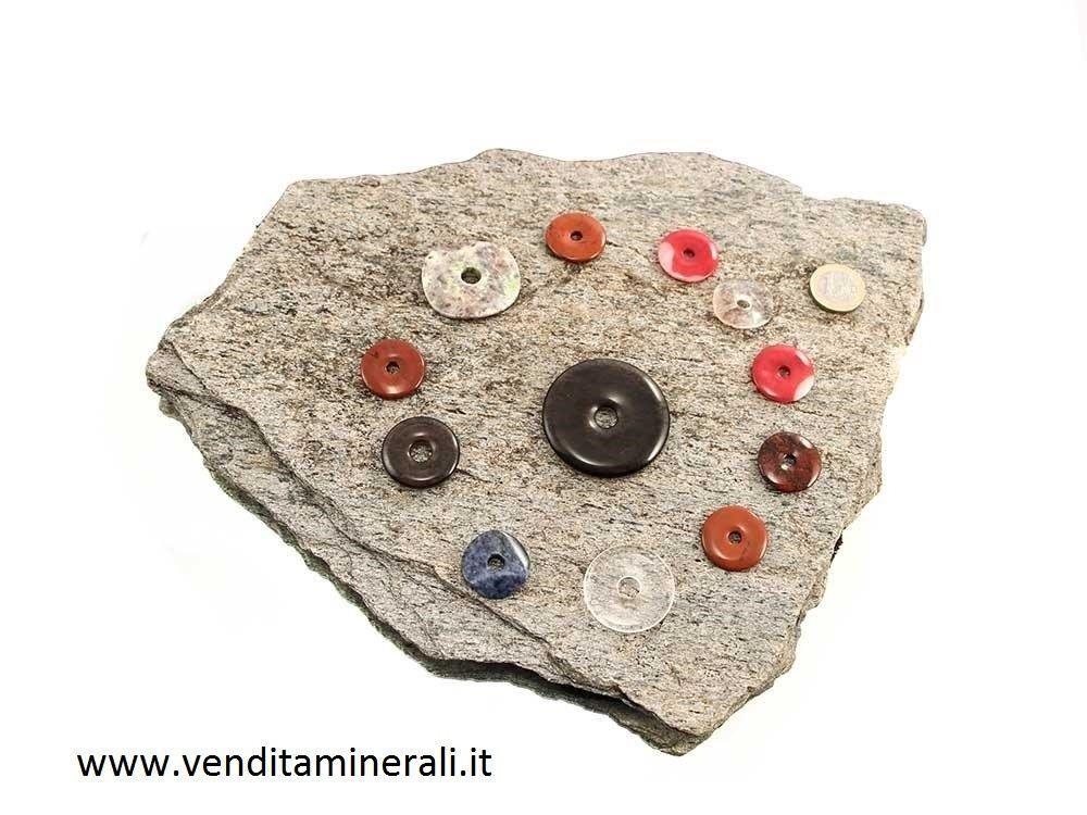 12 minerali a forma di ciambella