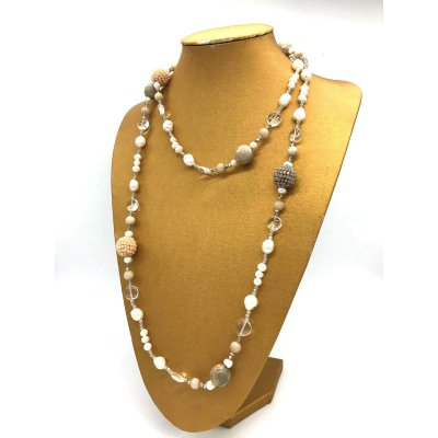 Collana in perle e pietra fossile