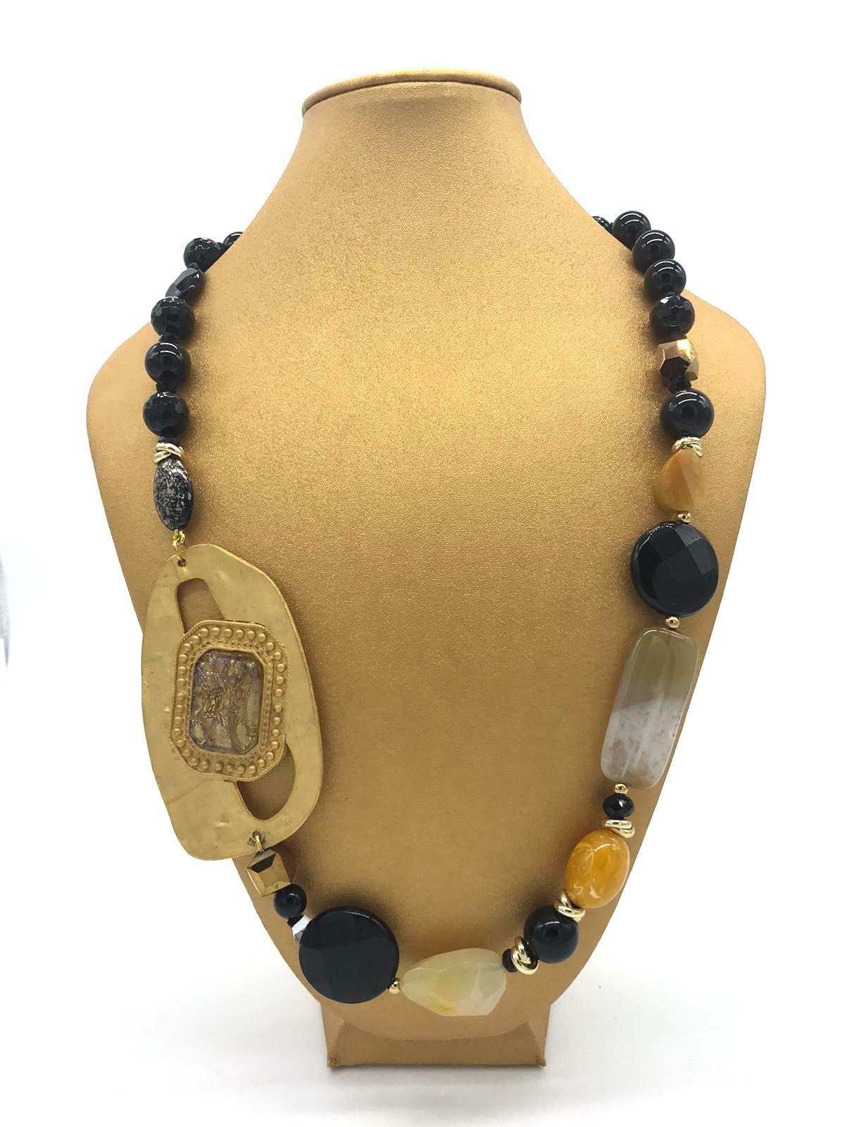 Collana in agata nera con fermaglio color oro