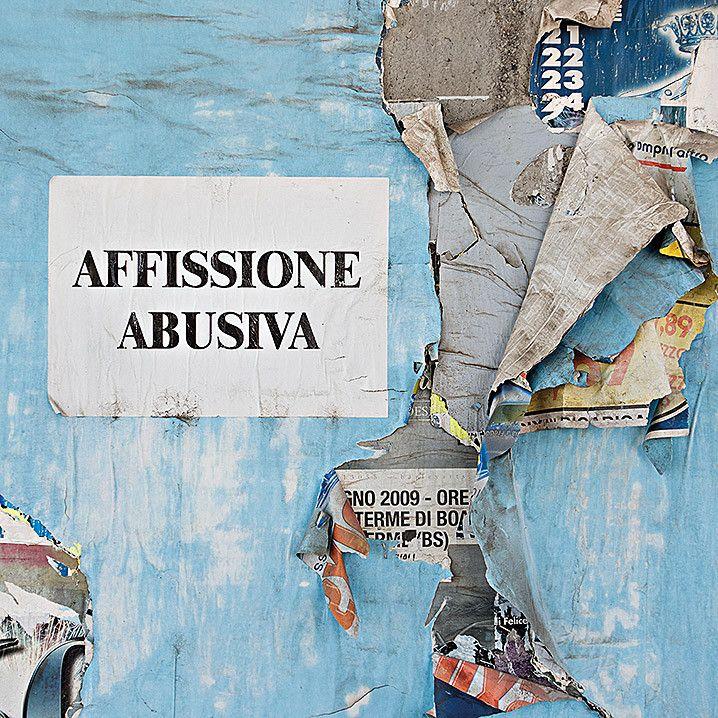 FOTOGRAFIA DIGITALE LUCA GALESSI ' AFFISSIONE ABUSIVA '  dimensioni L 120 x H 120 cm.