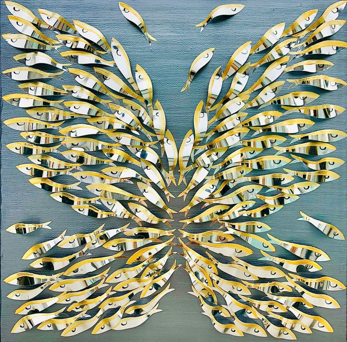 "BARBARA PECORARI "" SARDINES LEAPING OUT SILVER - MINI "" dimensioni L 30 x H 30 cm."