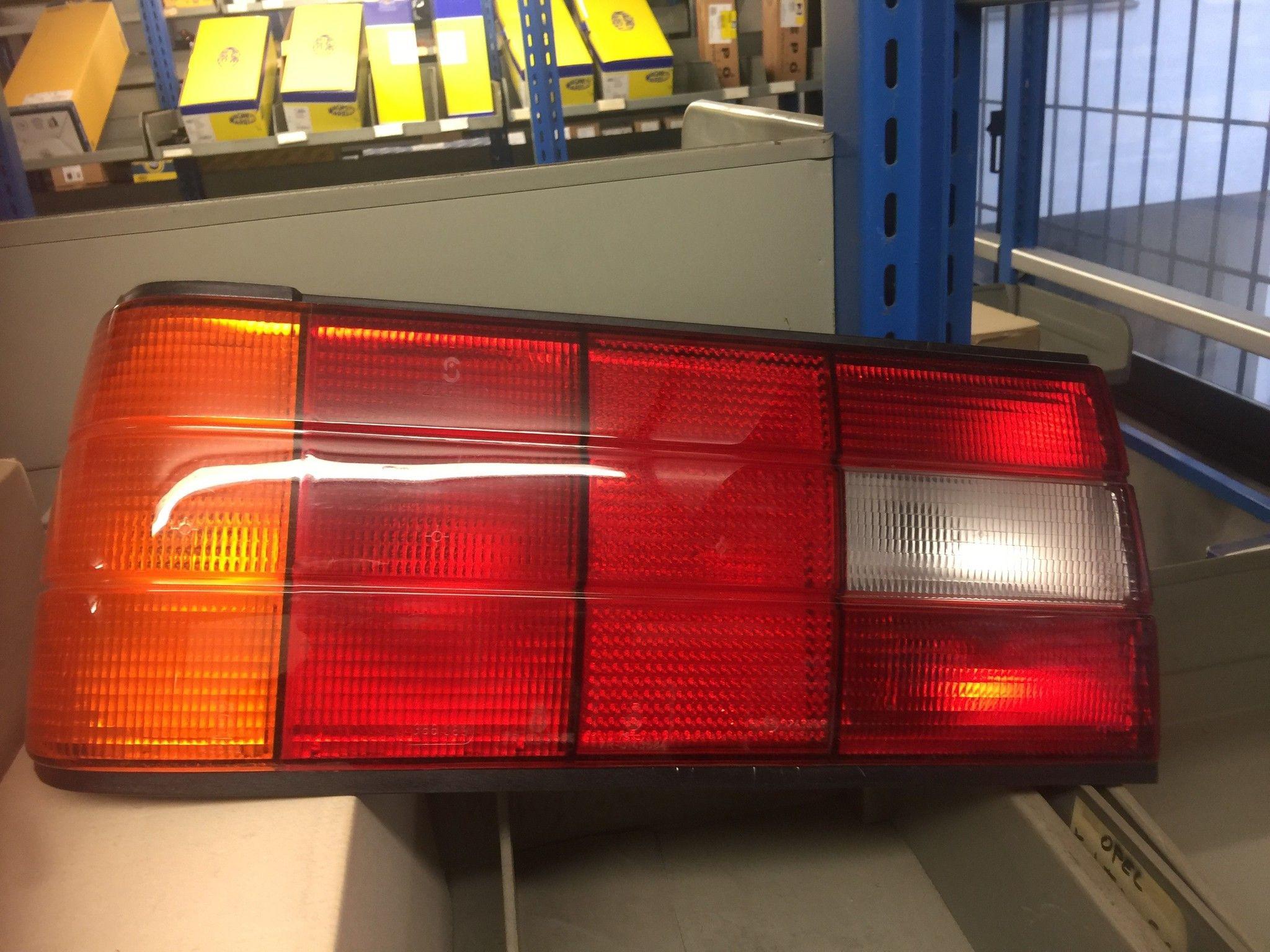 FANALE POSTERIORE DESTRO  BMW SERIE 3 1987-> COD. 320305